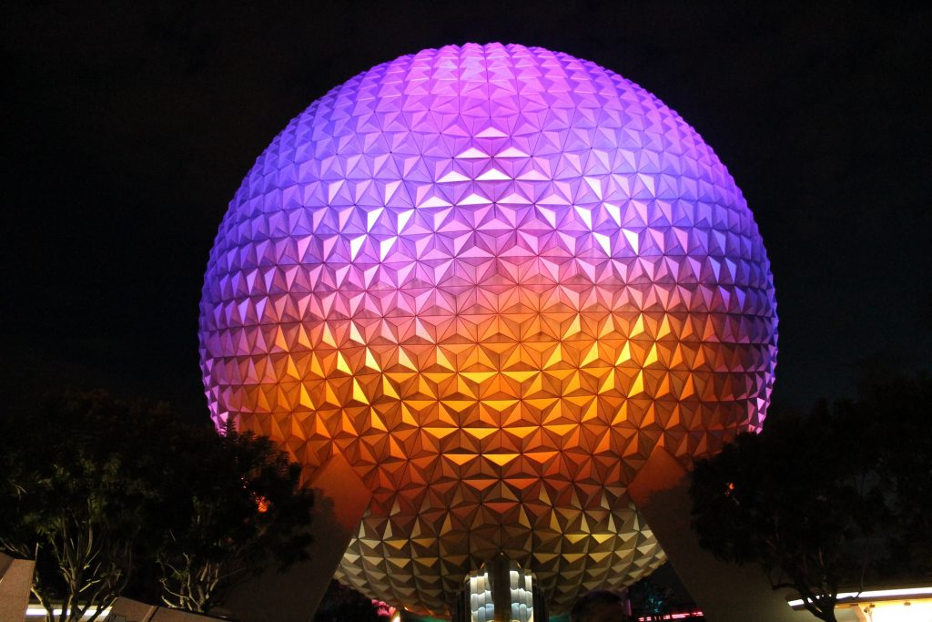 30 Dômes Géodésiques Incroyables -Spaceship Earth au parc Epcot à Walt Disney World Resort, Orlando