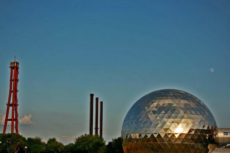 30 Dômes Géodésiques Incroyables - Domo de Proyecciones Nave Lewis, Parc Fundidora